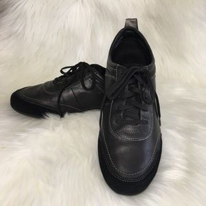 Vionic Willa Black Leather Walking Sneakers